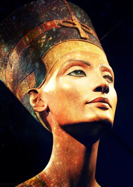 f-l-e-u-r-d-e-l-y-s:  Nefertiti, Perhaps Egypt's Most Beautiful Queen A work known worldwide, became an archetype of feminine beauty.The bust of Nefertiti is a painted limestone sculpture of the fourteenth century BC. BC, representing Nefertiti, the Great Royal Wife of pharaoh of the eighteenth dynasty, Akhenaten.The sculptor Thutmose supposed to work, the bust was discovered December 6, 1912 at Tell el-Amarna by a German archaeological team led by Ludwig Borchardt and since made the subject of an application by a constant Egypt to Germany. He is currently visible at the Neues Museum in Berlin.