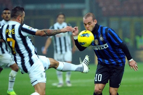GETTY IMAGES  Inter Milan's Dutch midfielder Wesley Sneijder (R) vies with Juventus' midfielder Simone Pepe during their Italian serie A football match at the San Siro stadium in Milan on October 29, 2011.