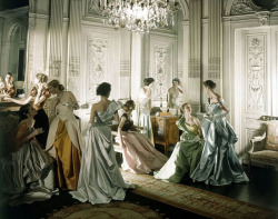 (via Charles James gowns photographed by Cecil Beaton for Vogue, 1948 | Flickr - Photo Sharing!)