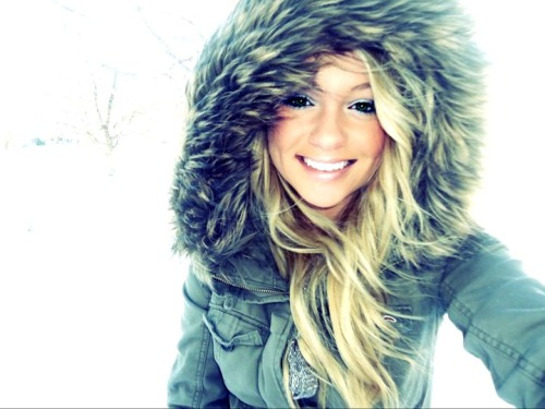 nicethingsandhappypeople:  yayyyy winter! :)