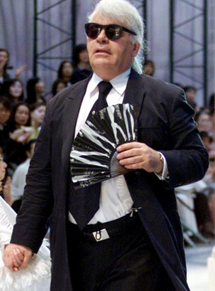 Amazing. highlikefashion:  The evolution of Karl