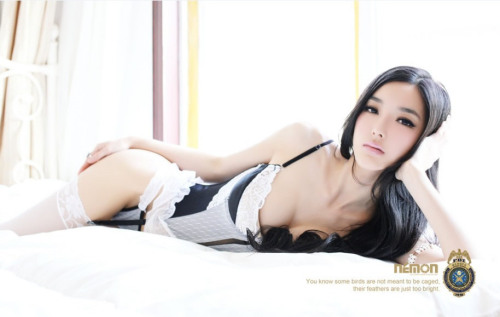 Hot Chinese model Mary from Beijing in sexy lingerie. chinese girls