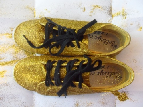 DIY Gold Glitter Shoes. visit www.rjgorospe.com