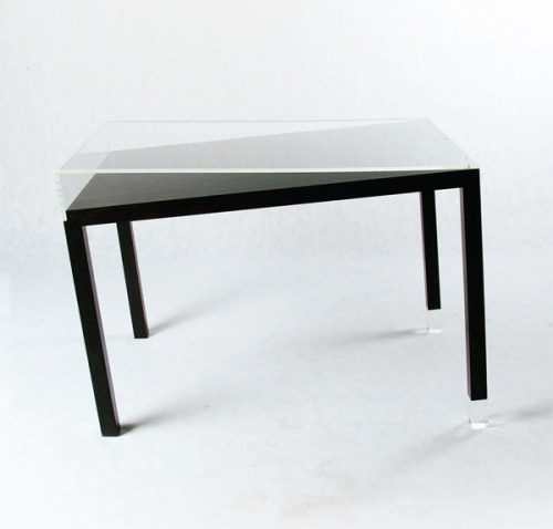 enochliew:  Inestable by Mr. Simon The table was designed to seem uneven and unusable at first glance.