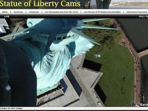 In other news, the Statue of Liberty has now started taking MySpace pictures of herself…  画