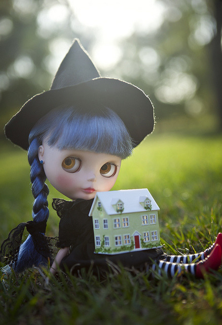 maribatistello:  little witch by JennWrenn on Flickr.