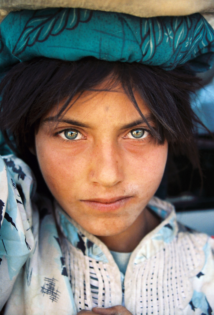 blessingsincompany:  arabstateofmind:  Afghans have the most beautiful eyes  ^ ^ ^ ^