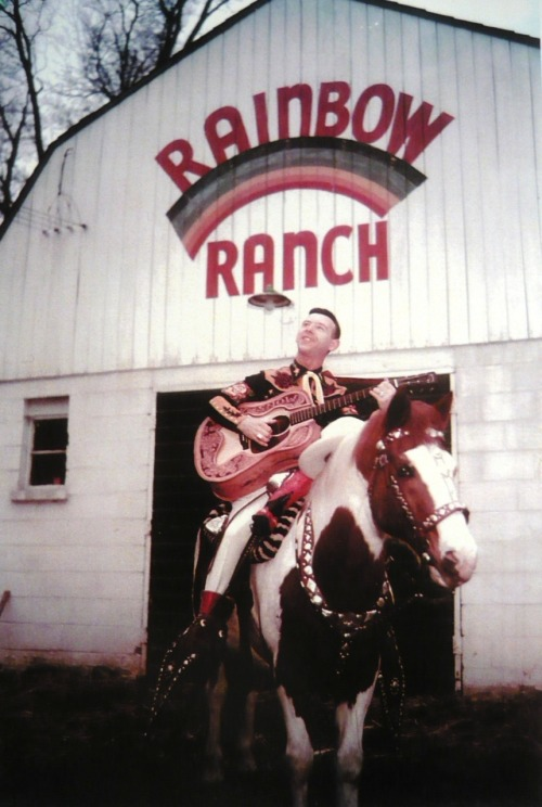 "canadian country music artist hank snow. (why wikipedia says ""canadian-american"" when he was born in nova scotia and lived and worked in canada till he was 31, i'm not sure. american parent?)"