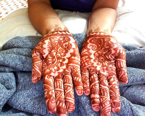 Our henna teacher came in today and did henna on everyone's hands. She was so quick! It took less than 15 minutes to do 2 hands. Crazy amazing.