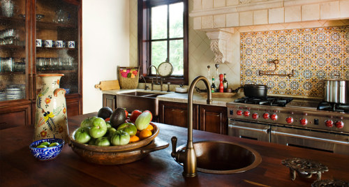 georgianadesign:  Mediterranean kitchen, Texas style. Jauregui Architects.