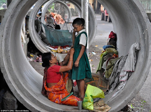 criminalwisdom:  Homeless mom prepares her daughter for school   CIWEM Environmental Photographer of the Year 2011 award winners.  Several dozen additional entrants are posted in a gallery at the Telegraph. (Source: TYWKIWDBI)