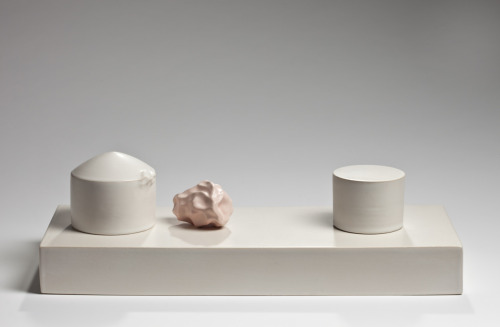 Marie T. Hermann: You are my weather #C, 2011. Stoneware, 40 x 25 x 13 cm.