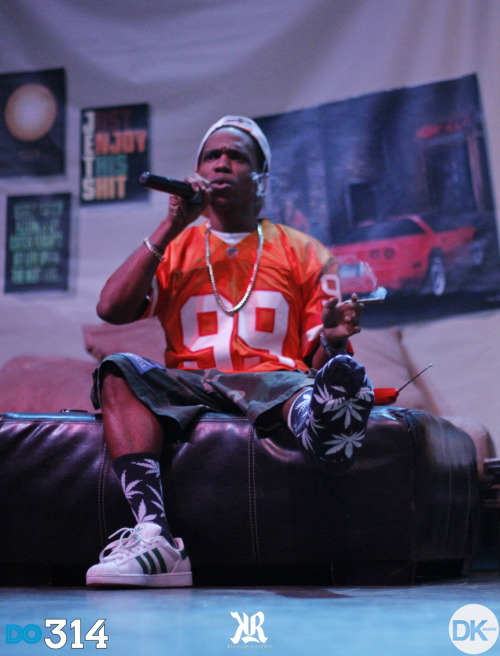 Backdrop Artwork by PSImDope.  dkesslerphoto: Curren$y @ The Pageant 10/25/11