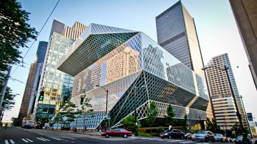twosensesoneheart:  Seattle Public Library - IMG_1477 by Nicola since 1972 on Flickr.  This library is freaking awesome.