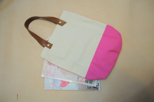 (via Big Striped Canvas Tote Bag with Leather Strap by PhyllisStrap)  I know I've been shopping a while, but I might just get something simple like this.. ~_~