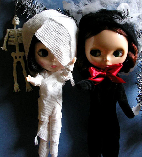 mummy and cat by twinkle_moon_bunny on Flickr.