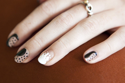 (via moveSlightly: Stella McCartney Fall 2011-Inspired Nails)