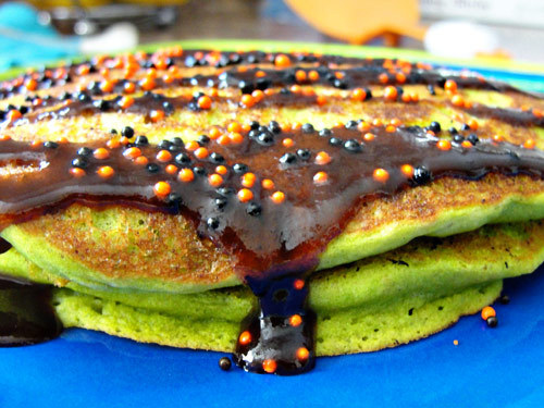 green food coloring + black cinnamon syrup + sprinkles = halloween pancakes!