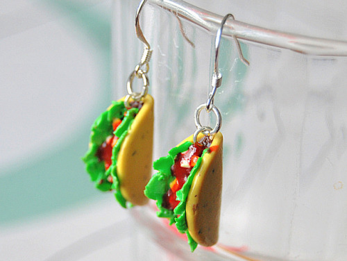 Taco earrings by Sillymadeleine on Flickr.