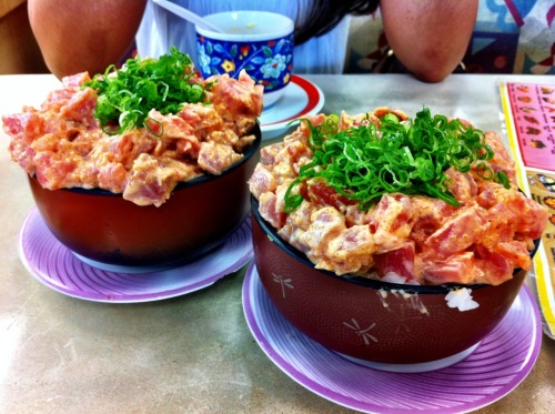 trissao:  artviloria:  Spicy Ahi from Kuru Kuru Sushi!  Hey Art, can you send me some please? :) Thanks! haha Where is this at?!