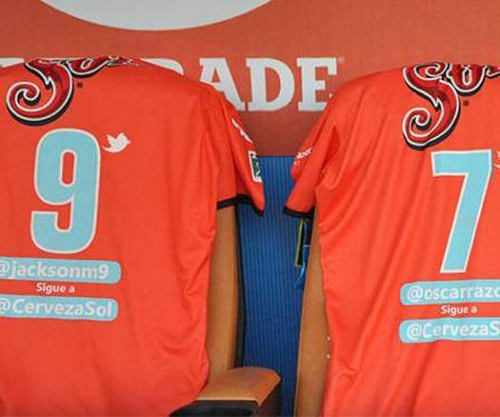 Mexican Primera club Jaguares put players' @Twitter handles on kit. Via @DirtyTackle - DJ
