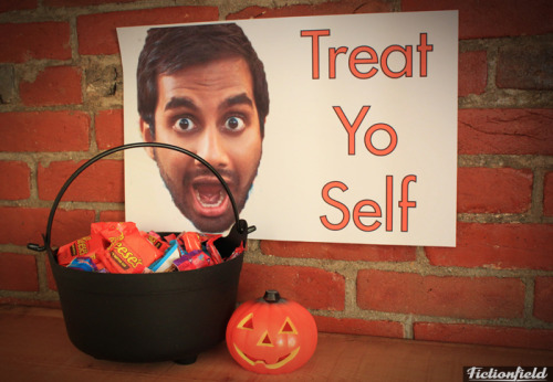 nbcparksandrec:  Happy Halloween! Treat Yo Self to some candy…and Tom Haverford's face.