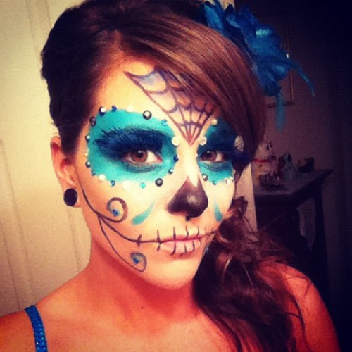 #halloween #sugarskull #sugarskullgirl #dayofthedead #diadelosmuertos #skeleton #skull #glitter #makeup #aqua #diamond #dead #gem #crystal #spider #spiderweb #sylviaji #girl #pretty #silver #black #eyes #eye #lash #spooky  (Taken with instagram)