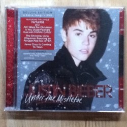 luciadours:  YA YA YA YA YA YA YA UNDER THE MISTLETOE JUSTIN BIEBER FOLLOW ME!