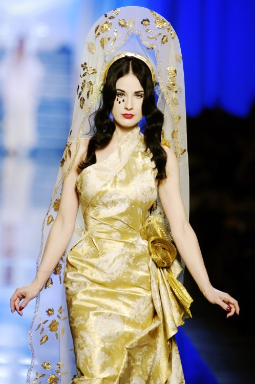 suicideblonde:  Dita von Teese in Jean Paul Gaultier's Fall/Winter 2007 show