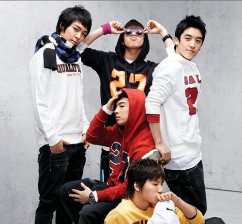 "Who is the most anticipated for this year's YG Family Concert? 'Big Bang' up at 1st Place.  As the 15th year anniversary YG Family Concert is heading closer towards our way, Big Bang was chosen to be the most anticipated and most ""looked-foward"" to for this year's concert. On the 27th(Oct), YG Entertainment stated that for the YG Family concerts, that will be held this coming December in Korea and next January in Japan, the artists that were chosen to be the anticipated was Big Bang.  With the December concert kept in mind, a survey was taken into action regarding which of the following out of Yang Hyunsuk, Jinusean, 1tym, Perry, Se7en, Gummy, Big Bang, 2ne1, Masta Wu, Psy, and Tablo would like to be seen the most, and Big Bang took 1st place with a total of 40% of the votes while competing against 10 other artists. 2nd place was taken over by 2ne1. And although he has not been in the business and has not been performing, YG himself had received a partial amount of the votes, leaving him at 4th place. Accordingly, 1tym took 3rd place while Jinusean took 6th. And with a lot of attention being sought, the new addition to the family, Tablo, took 5th place. Irrelevant information omitted. Source: etoday news Trans: swaggalevel-1000.tumblr.com* I would just like to say… YG, what was the point of this survey if you aren't going to take 1tym's 3rd place into consideration? Why aren't thou bringing them back? dsaeyhaljdglkhhadjf"