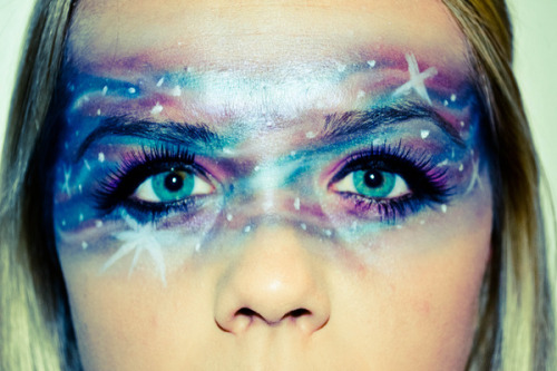 Beautylish Beauty Lindey J. paints a starry night mask on her face. Captivating!