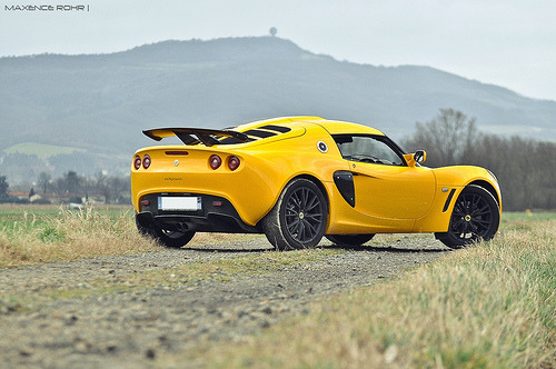 That yellow bastard Starring: Lotus Exige (by Max.photographies)