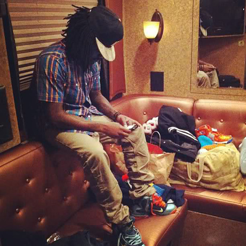 "thetruthofitis:  spacesuit-hero:  Wale x Ambition  ""They gon' love me for my Ambition""  hiiii captain"