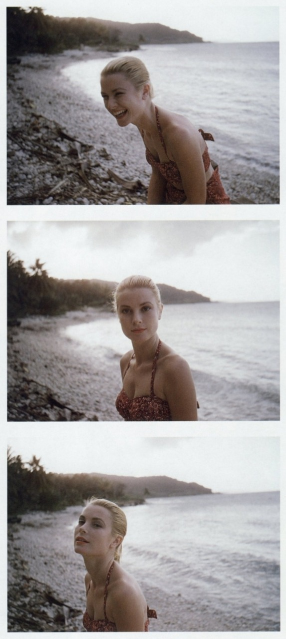 beautyisalightintheheart:  Grace Kelly posing on the beach in Jamaica 1955 (Photo taken by Howell Conant)