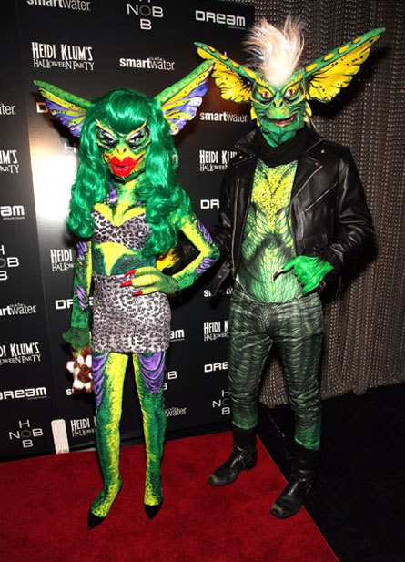 lesfemmefatale:  Halloween: you're doing it right.  katy perry and russell brand?