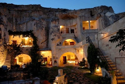 three-six-five-life:  ysvoice:  | ♕ |  Cave Hotel in Cappadocia, Turkey | by © ecoturkey  The world is a beautiful place and i can not wait to see it.