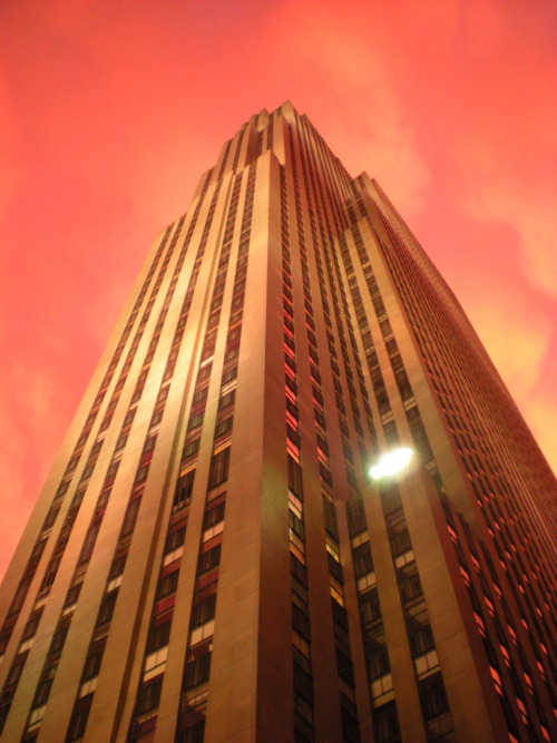 RCA Building, NYC, New Yorkby  bergolies Great night shot. Look at that sky! bergolies:  I took this two years ago at the Rockefeller Center with a digital camera. The sky had gone mad, and there was no editing done to this picture.