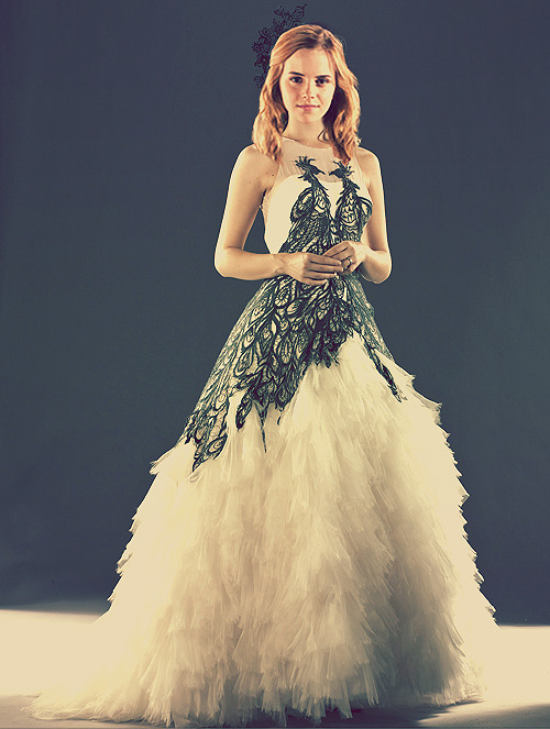 mycastlesinthesky:  I want this dress. And I love Emma Watson :)