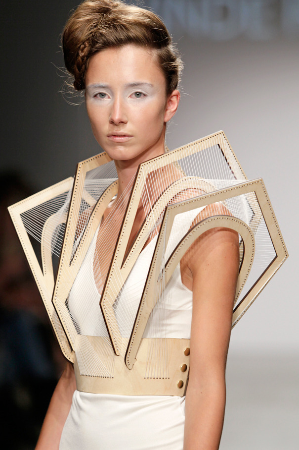 Lasercut plywood clothing…click HERE for more images of Winde Rienstra's collection.