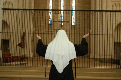 Benedictine Nun praying
