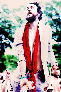Edward Sharpe amongst his fans. by kirstiecat on Flickr.