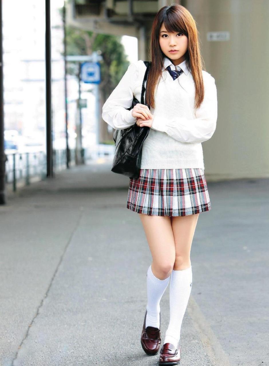 Фото японка в мини юбке 25 фотография