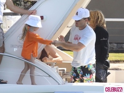 Leonardo DiCaprio giving private lessons on how to best hide your beautiful, perfect face from the paparazzi.