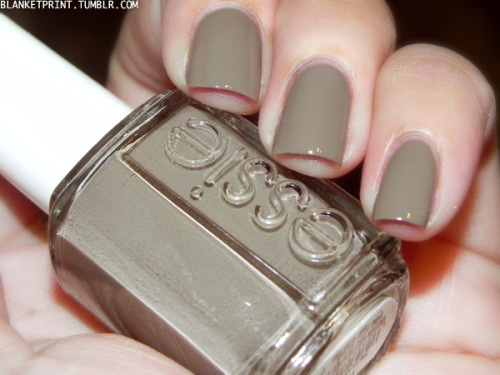 Color: Glamour Purse (Essie)Retail Price: $8.00 (USD) This shade is from Essie's Fall 2011 collection. It's a taupe with gray undertones. I suppose that essentially, it's more of a nude than it is taupe, but you can be the ultimate judge of that. Perhaps it carefully treads the line between both taupe and nude. I was pleasantly surprised by the formula for this polish. It goes on so smooth, and application is really easy. I honestly felt like the polish just melted onto my fingernails and filled all the spots it needed to—that's just how easy application is. The finish is really smooth and nice, and that's what makes me like the shade most! I needed two coats to achieve bottle color. Disclosure: Product sample provided by Essie.