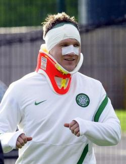 There were rumors going around that Neil Lennon headbutted Kris Commons… I must admit I did laugh when I first heard it. But anyway, Commons cleared up the rumors by coming into training jokingly wearing a neck-brace and plasters. Hahaha, what a joker!