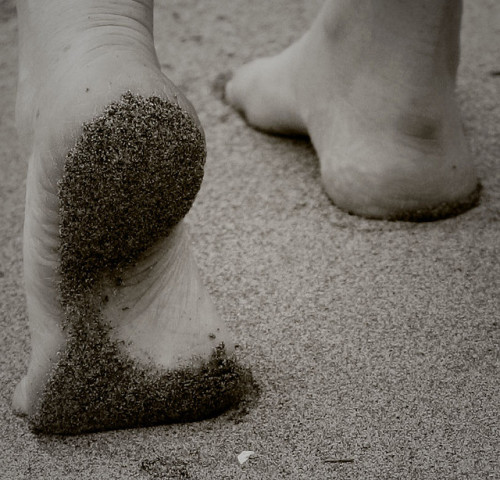 brevepulsar:  Sand on my feet! by weremakingit on Flickr.