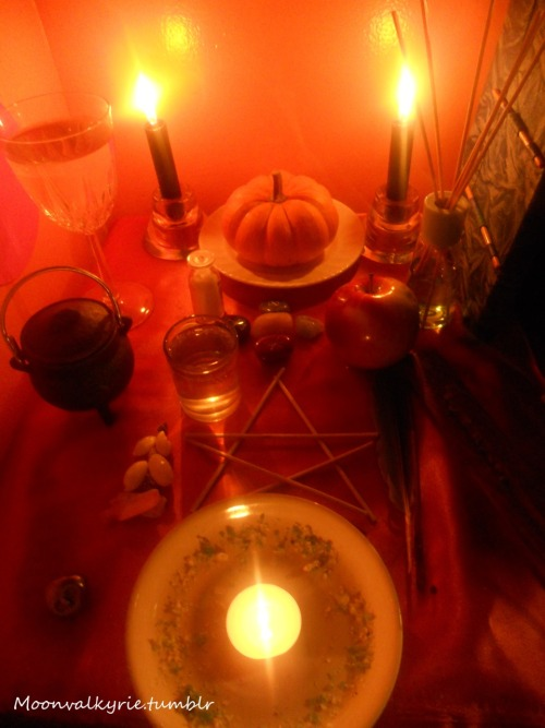 My Samhain Altar, i hope everyone had a blessed Samhain.