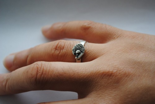 How cute is this?!? etsyaddictsanon:    Handmade Hedgehog Ring