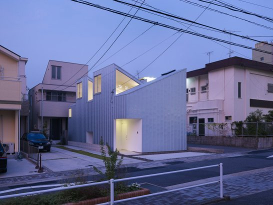 Complex House by Tomohiro Hata Architect and Associates Nagoya, Japan (via architizer:)