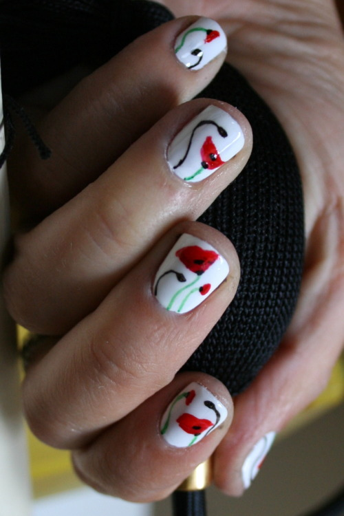 manicnails:  Poppy. (From about two months ago, but posted now due to Remembrance Day, November 11.) xx ManicMonday